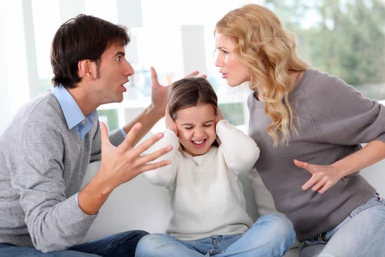 Eltern ziehen Kind bei Trennung mit ein