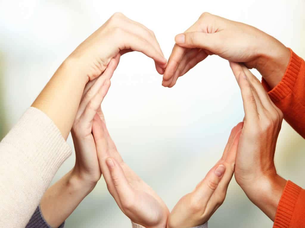 Hände zu Herz geformt